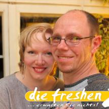 Dani und Oli Fenster mit Logo